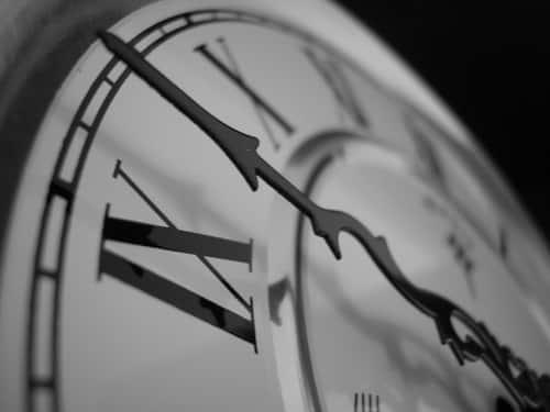 Jam Berapa Saat Ini?