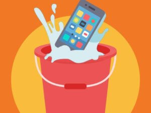 Langkah Tepat Menyelamatkan Ponsel Yang Terkena Air