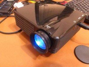 Mencoba Proyektor Mini Easy Micro GP7S